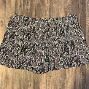 Loft- Black and white leaf patterned shorts